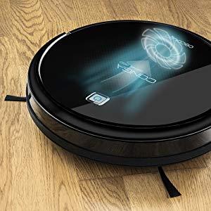 foto del robot aspiradora sin cable simulando potencia