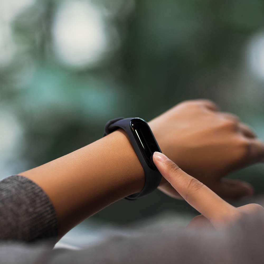 Smartwatch Xiaomi Mi Band - in use