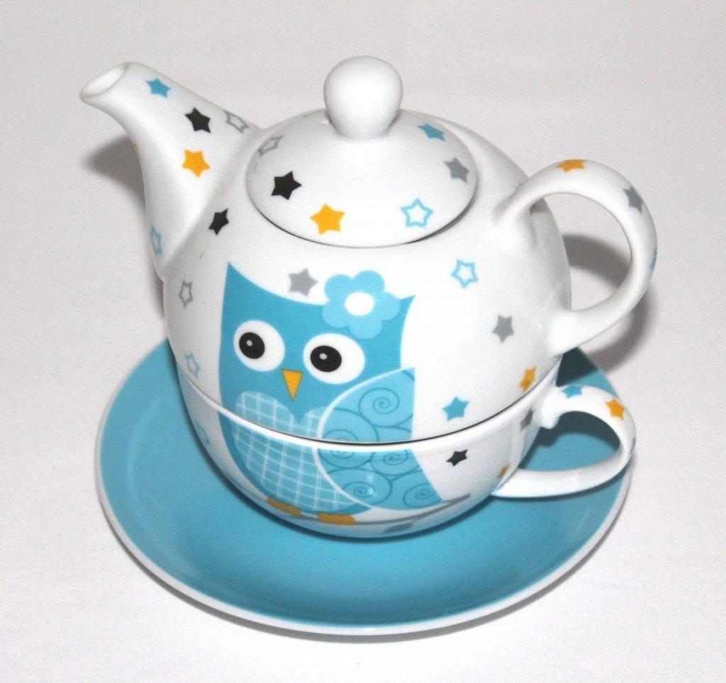 Tetera con taza fabricada en porcelana