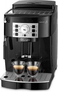 cafetera que muela café con dos tazas