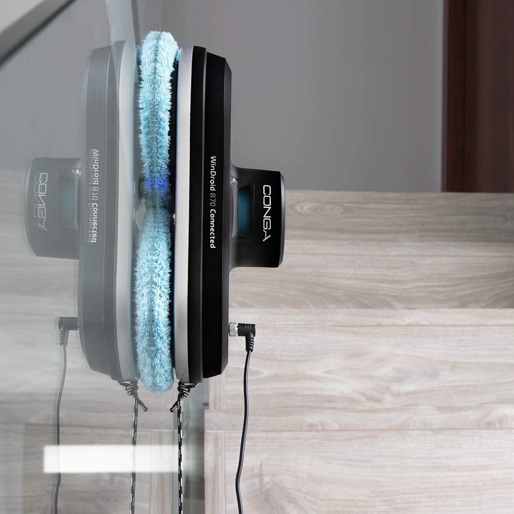 robot limpiacristales cecotec conga adherido al cristal