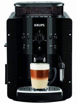 cafetera en primer plano con un vaso con cafe